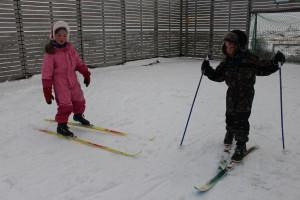 De yngste på ski i ballbingen
